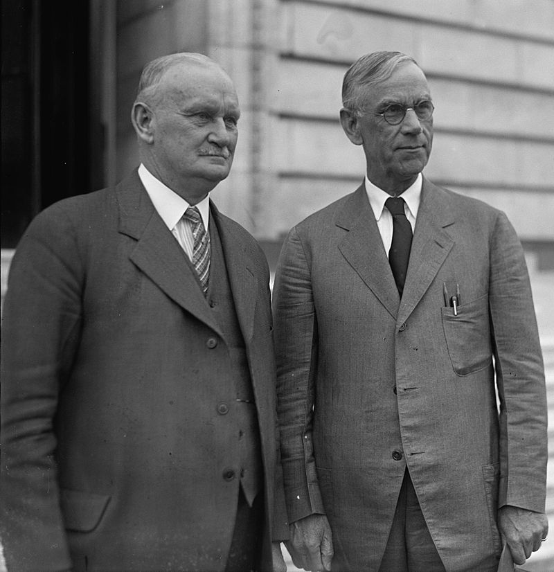 800px-Smoot_and_Hawley_standing_together,_April_11,_1929