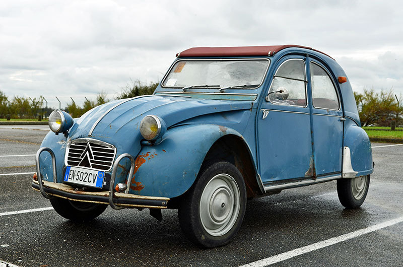 ob_a2b265_french-classics-citroen-2cv-1-800